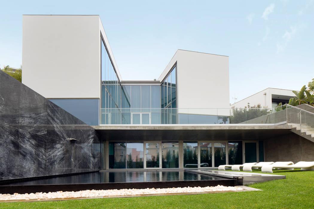 Zona de Lazer Exterior e Jardim: Casas  por GAVINHO Architecture & Interiors,