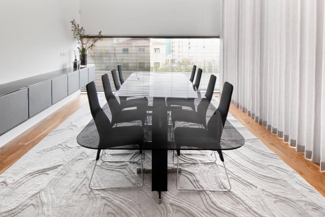Sala de Jantar: Salas de jantar  por GAVINHO Architecture & Interiors,
