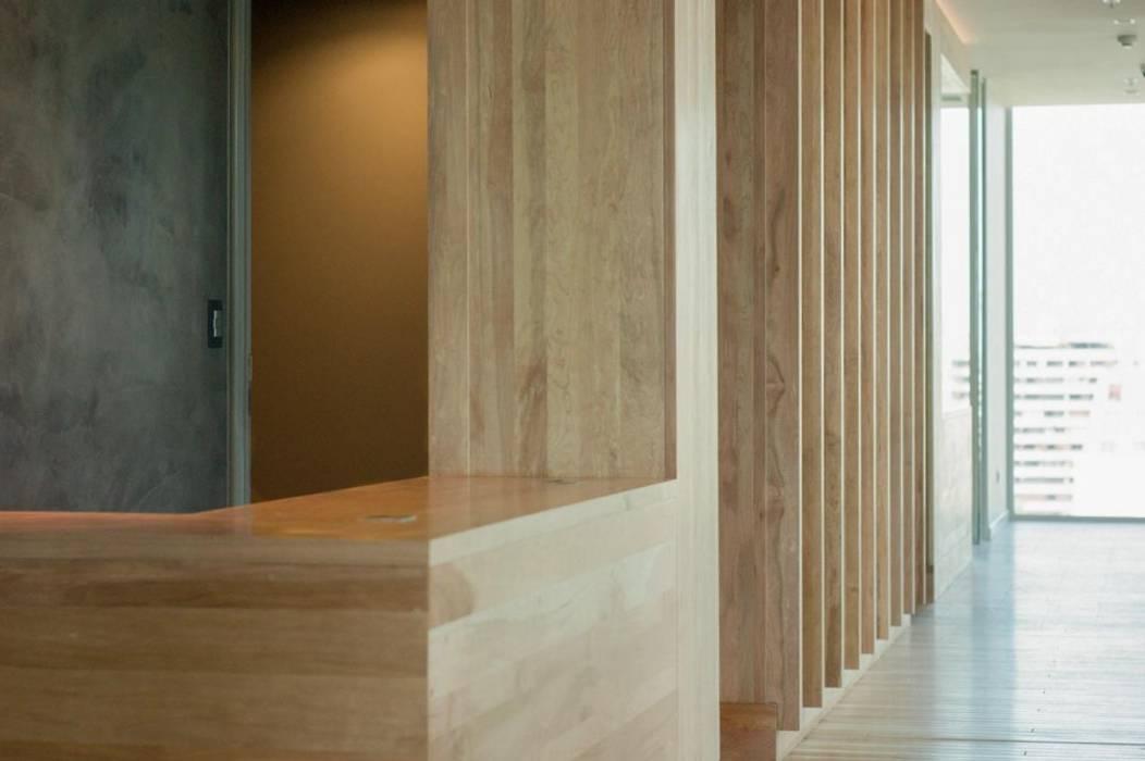 Revestimiento en Lenga Paredes y pisos de estilo rústico de Ignisterra S.A. Rústico Madera Acabado en madera
