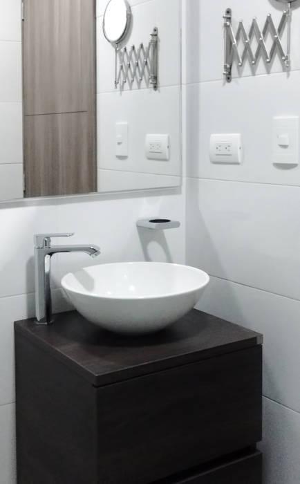 Baño principal: Baños de estilo  por Remodelar Proyectos Integrales