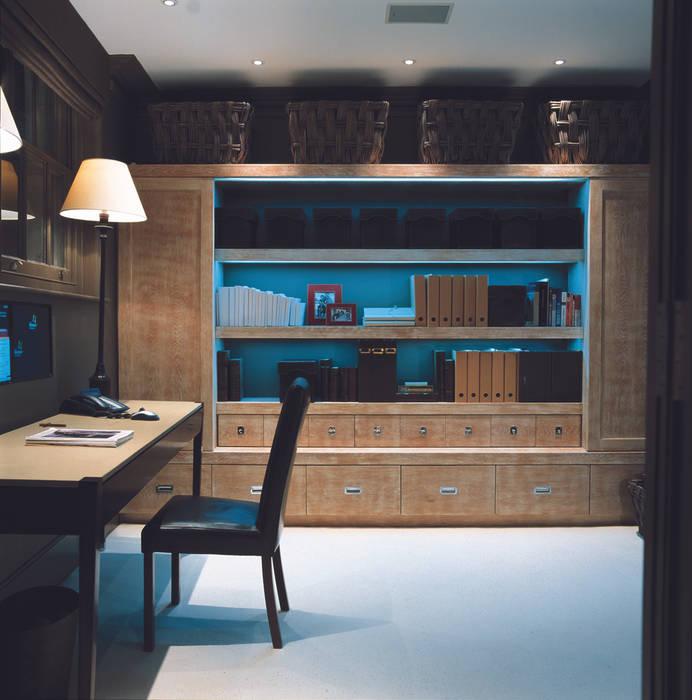 Arbeitszimmer von John Cullen Lighting, Modern