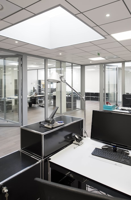 Espace de travail ouvert: Bureau de style de style Moderne par réHome
