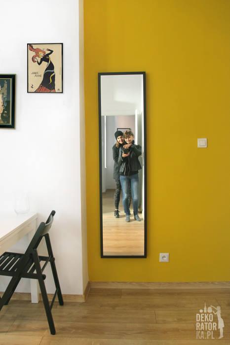 Scandinavian style corridor, hallway& stairs by dekoratorka.pl Scandinavian