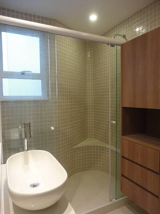 Ванные комнаты в . Автор – Maria Helena Torres Arquitetura e Design,