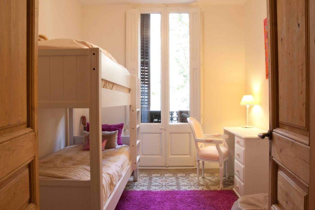 Camera da letto moderna di Brick Serveis d'Interiorisme S.L. Moderno