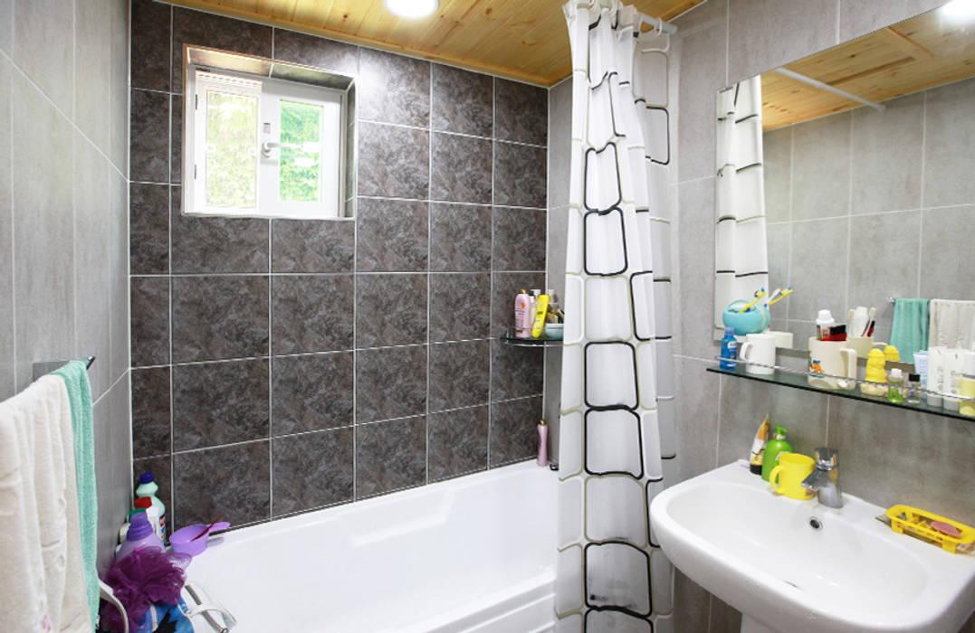 Phòng tắm phong cách kinh điển bởi 지성하우징 Kinh điển