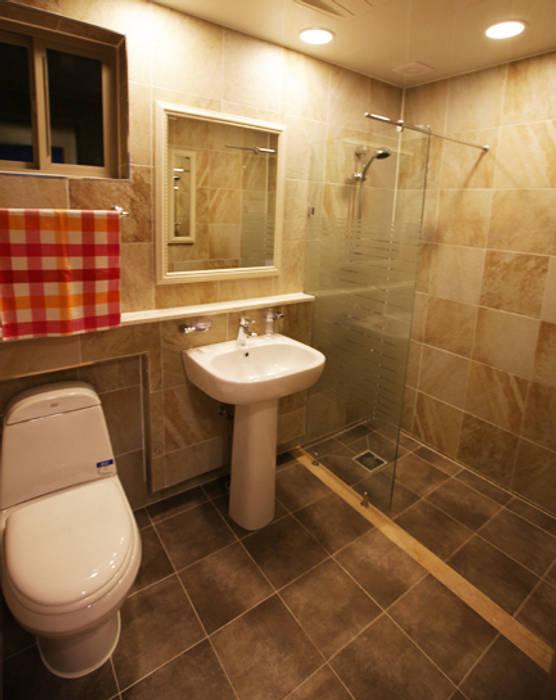 Phòng tắm phong cách Địa Trung Hải bởi 지성하우징 Địa Trung Hải