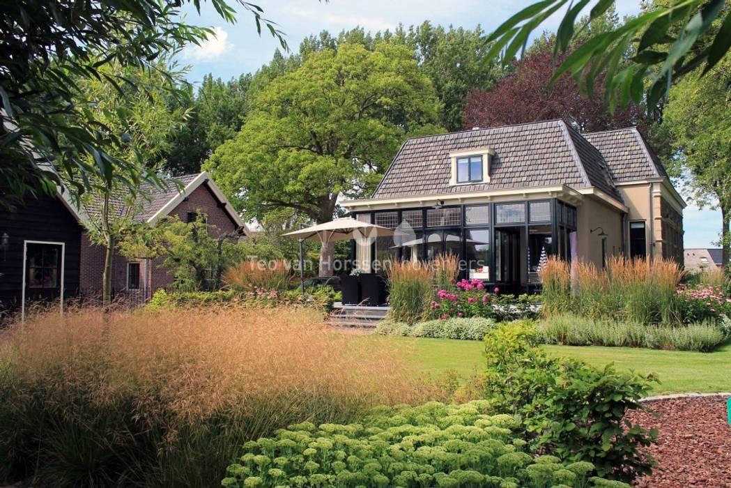 Vườn phong cách đồng quê bởi Teo van Horssen Hoveniers Đồng quê