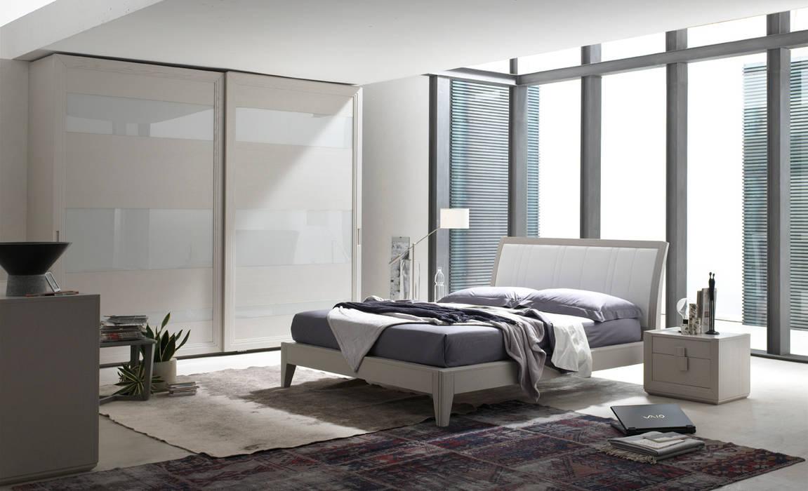 Wood and Glass Wardrobe de Casa Più Arredamenti
