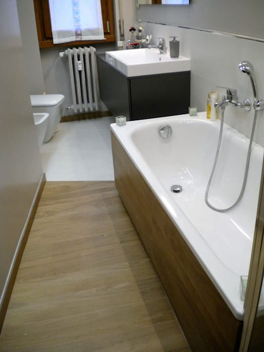 Modern bathroom by Architetto Alberto Colella Modern
