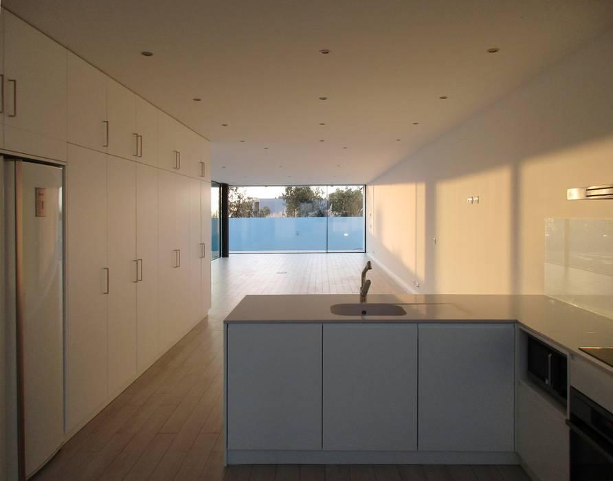 Cozinhas  por Utopia - Arquitectura e Enhenharia Lda