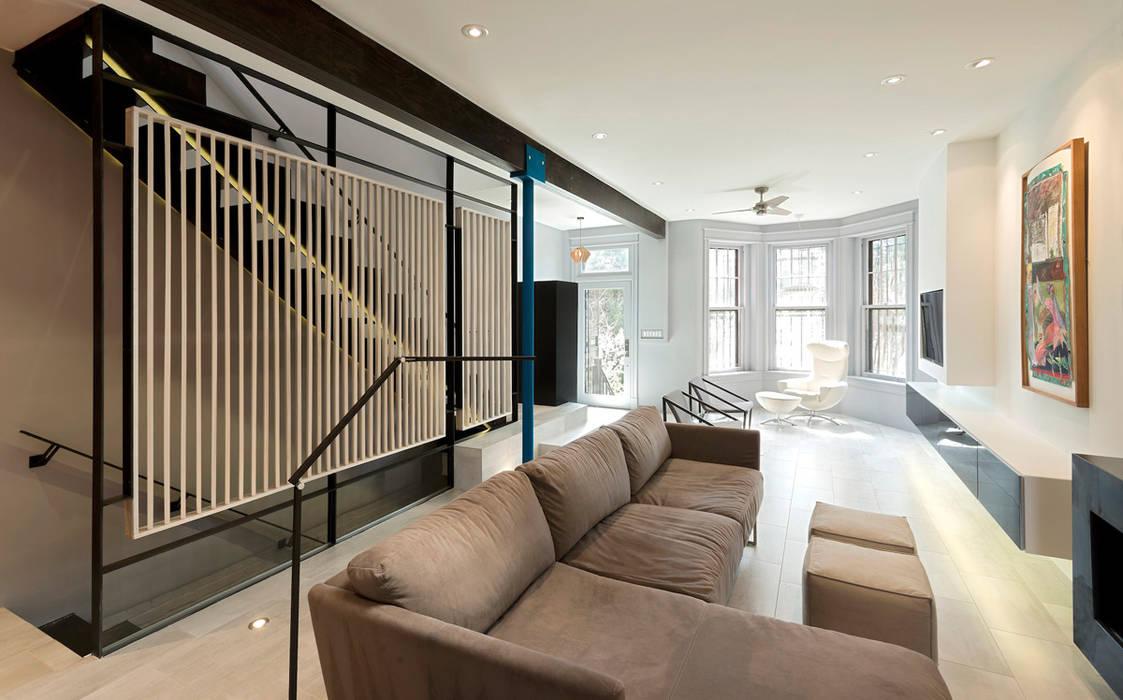 Mi Casita : Carmen's Modern Living Room by KUBE architecture Modern