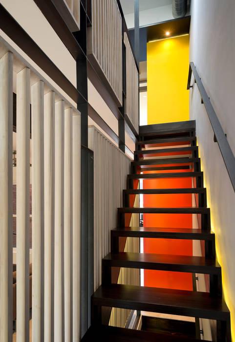 KUBE architecture Koridor & Tangga Modern