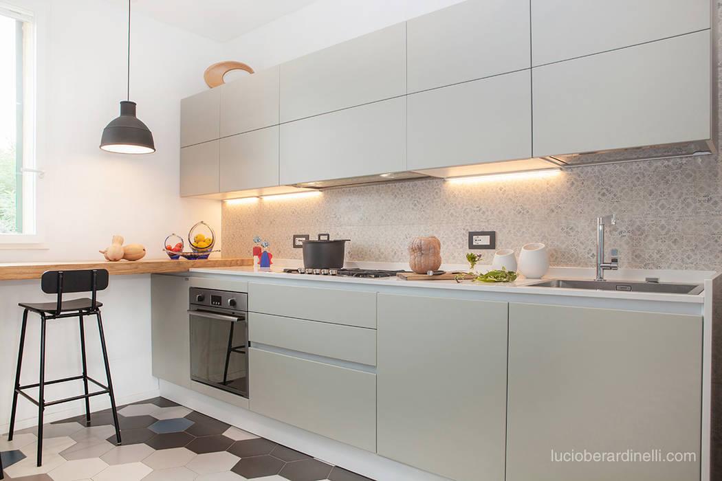 Casa Gion Cucina moderna di senzanumerocivico Moderno