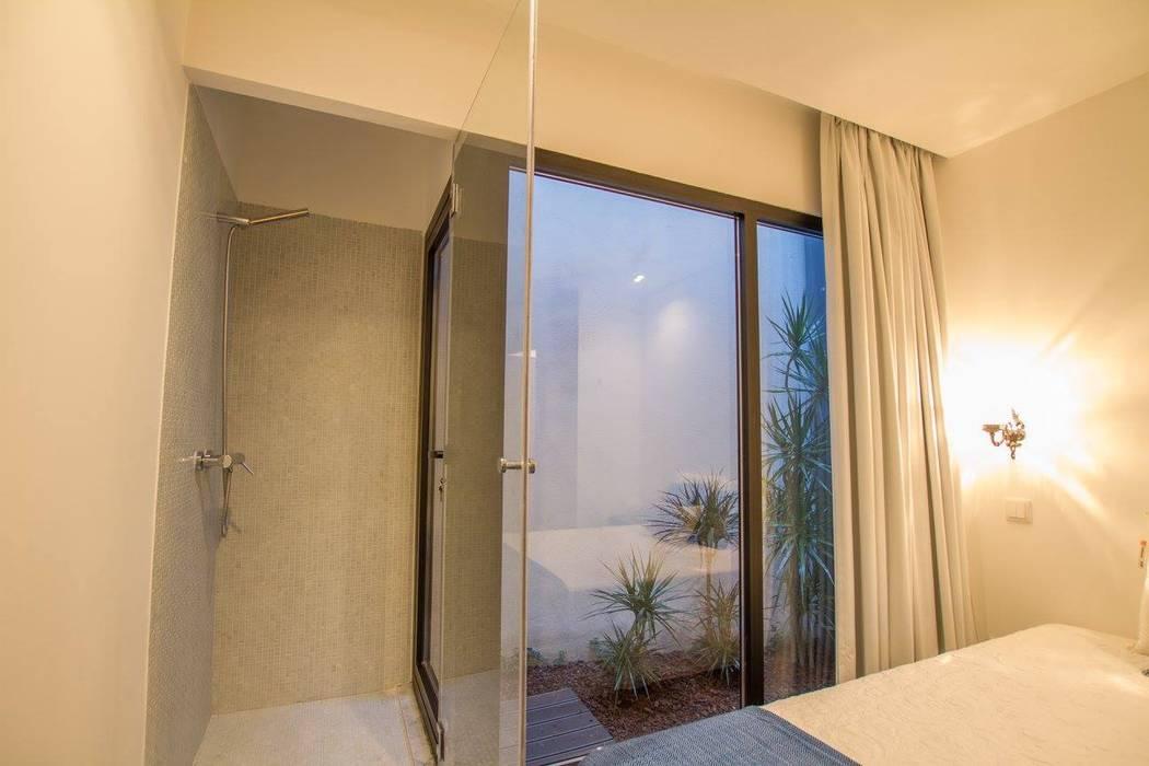 Chambre minimaliste par GRAU.ZERO Arquitectura Minimaliste