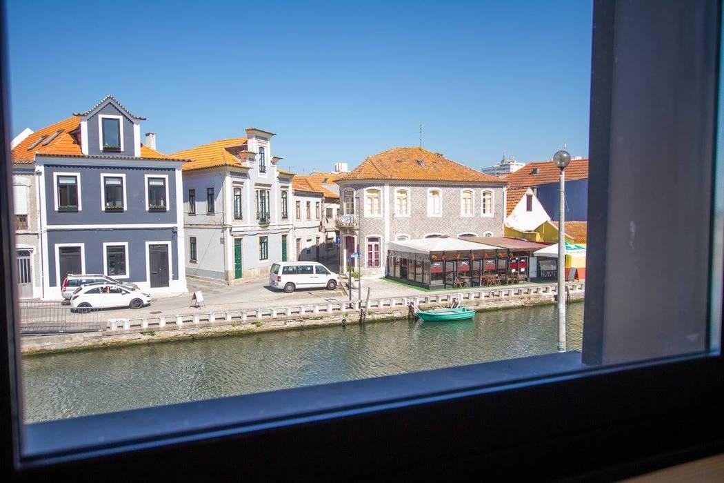 GRAU.ZERO Arquitectura Puertas y ventanas de estilo moderno