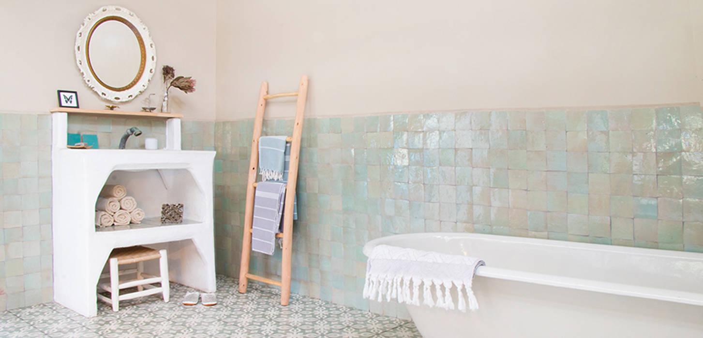 Salle de bains de style  par homify, Rural Briques