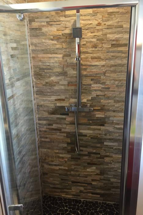Douche: Salle de bains de style  par C'Design architectes d'intérieur