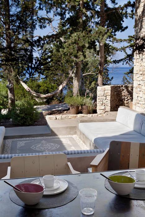 Ambiente giardino: Giardino in stile in stile Mediterraneo di Personal Factory