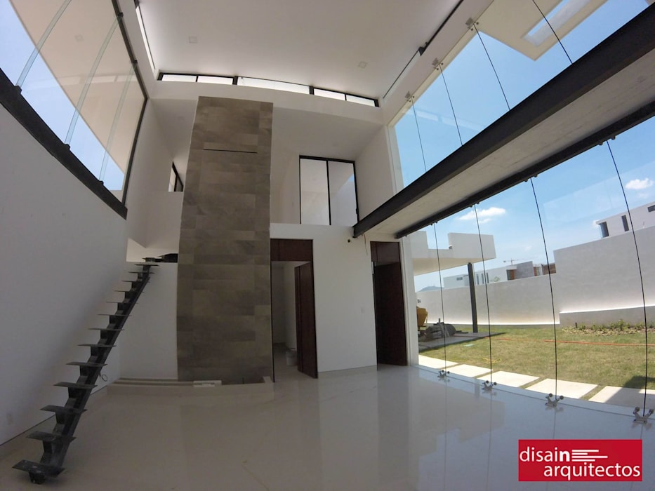 Casa Veski: Pasillos y recibidores de estilo  por disain arquitectos