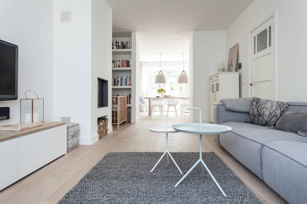 Verbouwing jaren 30-woning, nijmegen: scandinavische woonkamer door ...