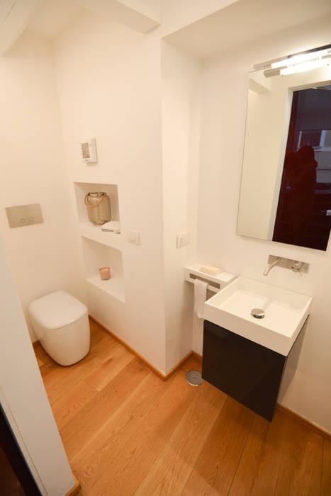 Il bagno: Bagno in stile in stile Moderno di Studio Fori