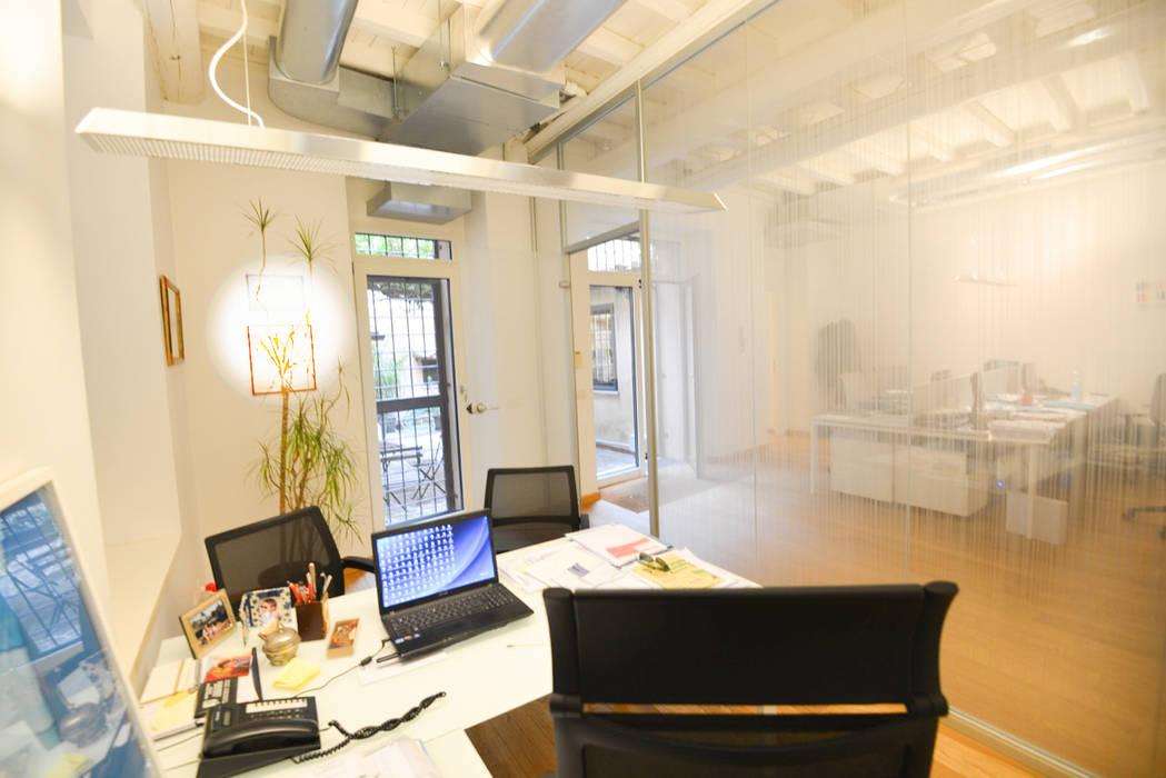 Le stanze: Studio in stile in stile Moderno di Studio Fori