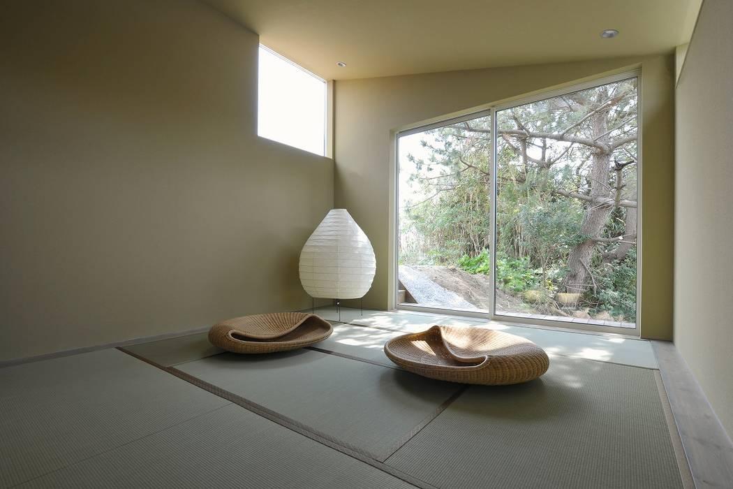Modern style media rooms by TKD-ARCHITECT Modern