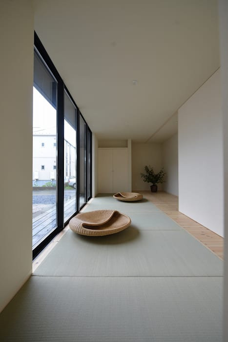 Modern Media Room by TKD-ARCHITECT Modern