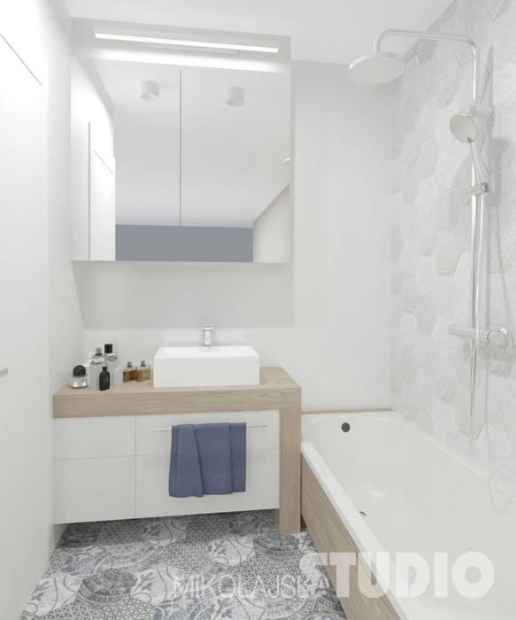 łazienka Mała Jasna Wanna Prysznic Drewno Płytki