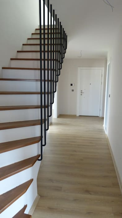 Nowoczesny korytarz, przedpokój i schody od yücel partners Nowoczesny Drewno O efekcie drewna