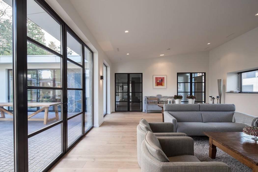 Moderne woonkamer woonkamer door van der schoot architecten bv