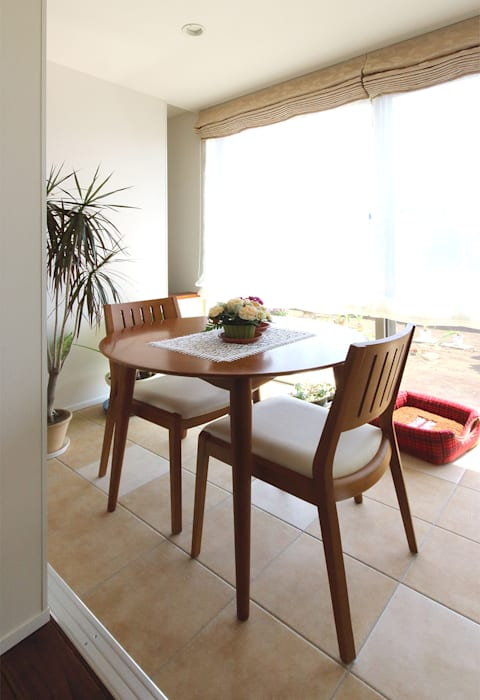 Modern style balcony, porch & terrace by シーズ・アーキスタディオ建築設計室 Modern