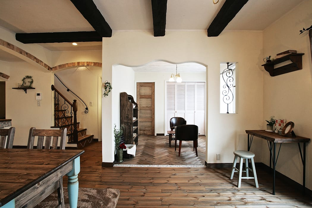 Living room by 주식회사 인듀어홈 코리아, Mediterranean Wood Wood effect