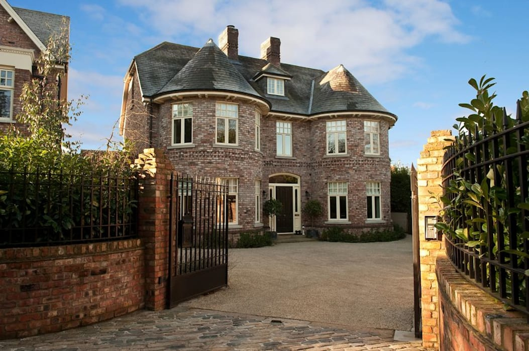 Pair complimentary salvaged brick finished dwellings Maisons classiques par Des Ewing Residential Architects Classique