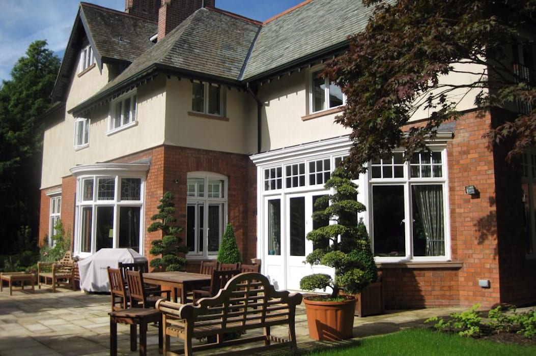Restoration of Edwardian Home with Extensive Additions Blended Seamlessly Rustic style balcony, veranda & terrace by Des Ewing Residential Architects Rustic
