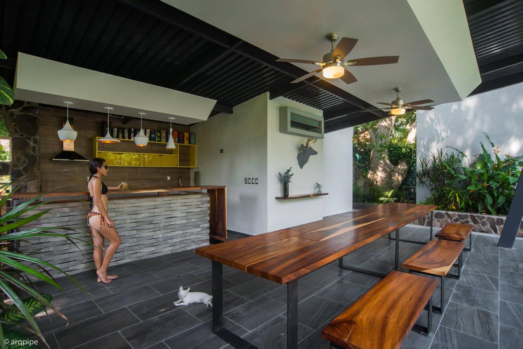 Balkon, Beranda & Teras Modern Oleh LUIS GRACIA ARQUITECTURA + DISEÑO Modern Keramik