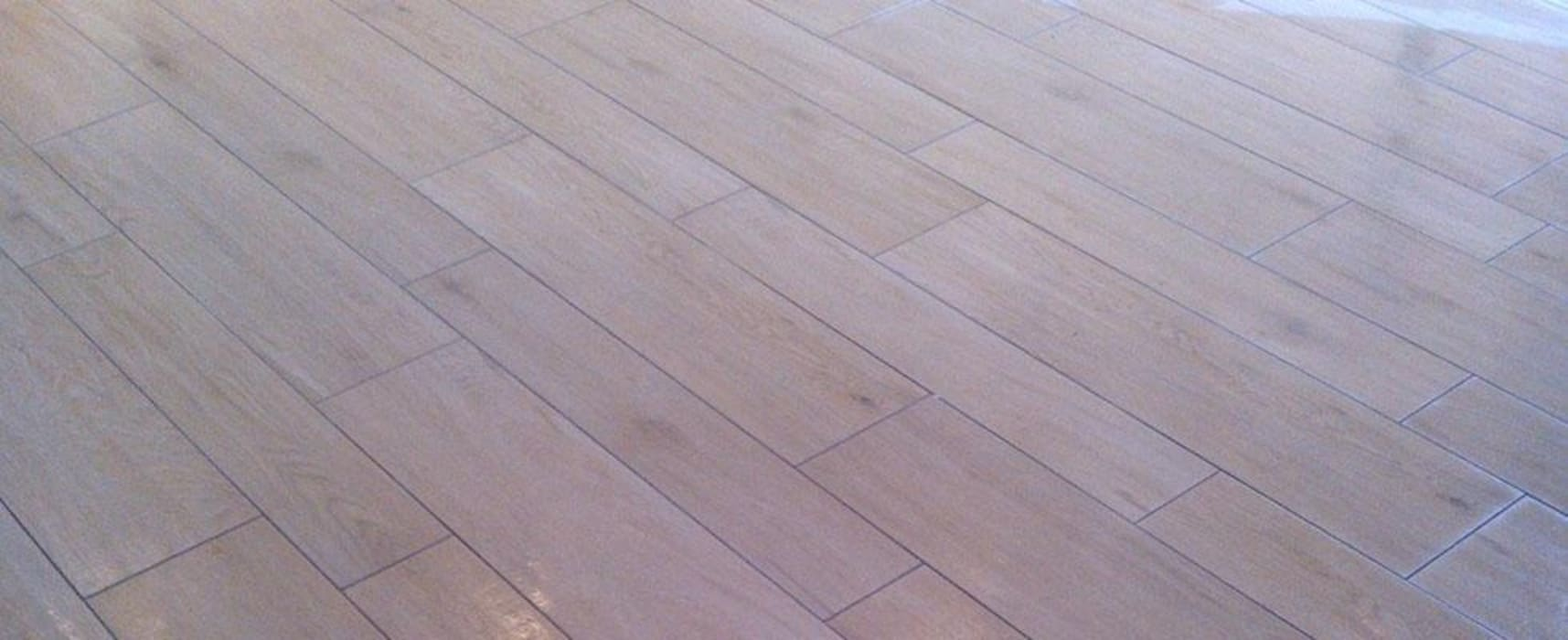 Cambiare pavimento senza rompere nulla? Ecco alcune soluzioni - Tucommit: Case in stile in stile Classico di Tucommit