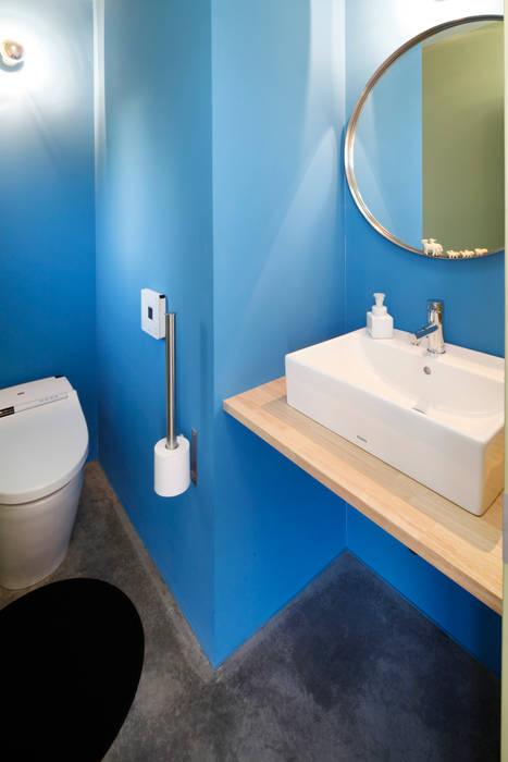 久保田正一建築研究所 Minimalist bathroom Chipboard Blue
