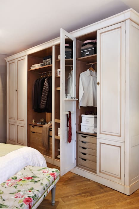 Conexo. Modern Dressing Room Solid Wood White
