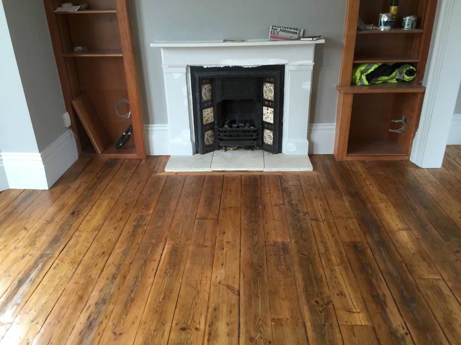 Reclaimed Pine floorboards Livings de estilo clásico de The British Wood Flooring Company Clásico
