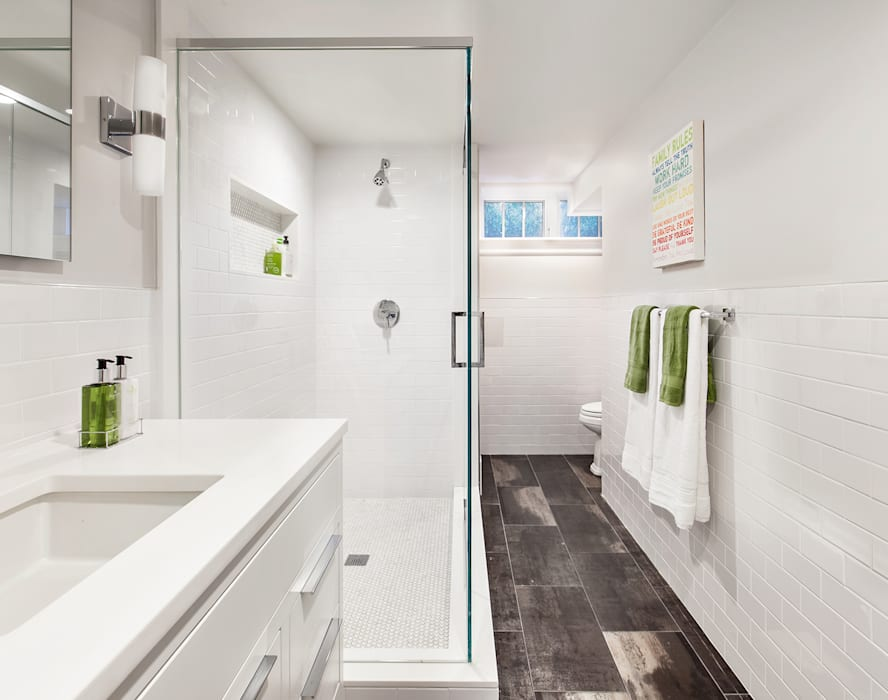 Basement Bath:  Bathroom by Clean Design