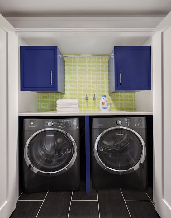 Laundry Room:  Corridor & hallway by Clean Design, Modern
