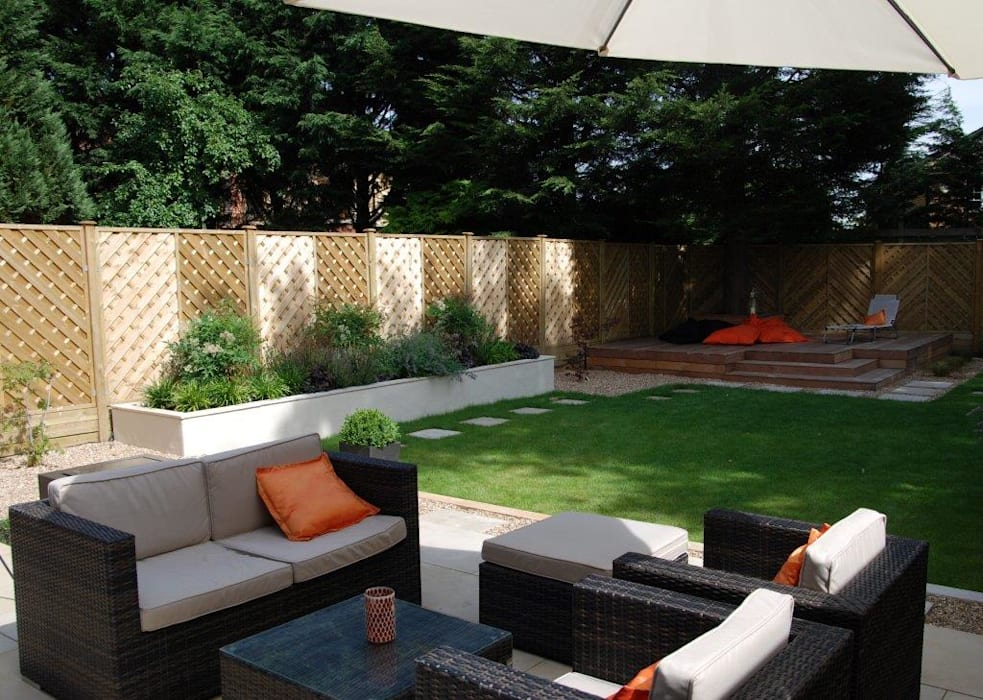 Low-maintenance garden:  Garden by Christine Wilkie Garden Design,