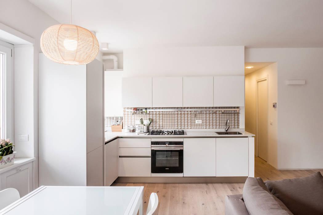 Salas de jantar modernas por ArchEnjoy Studio Moderno Madeira Efeito de madeira
