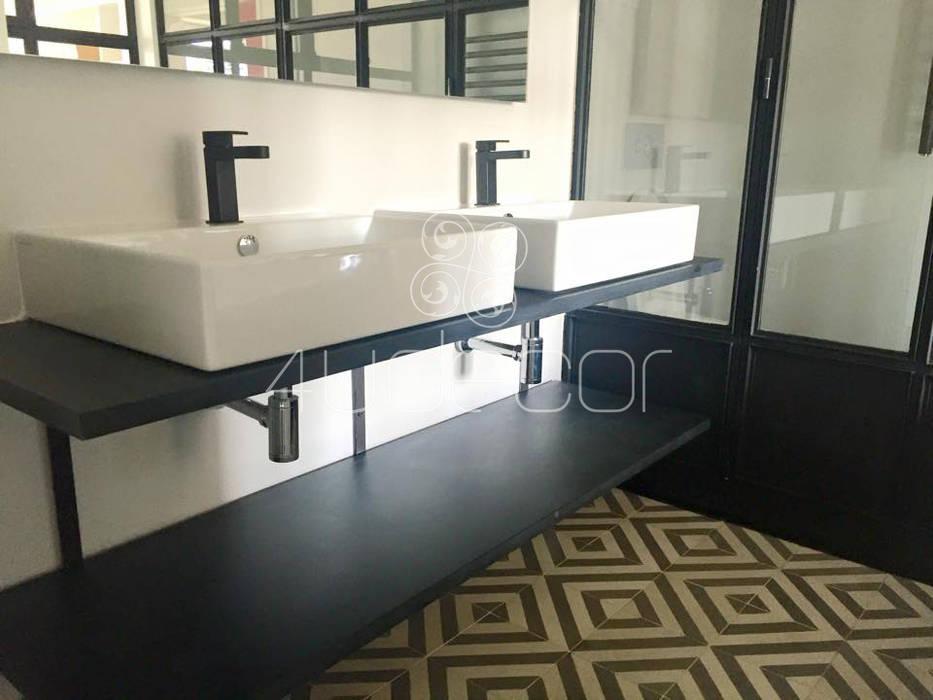 Casa de Banho com bancada revestida em Microcimento por 4Udecor Microcimento Moderno