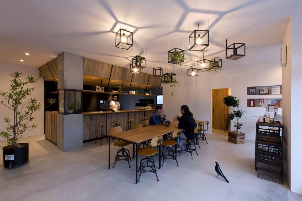 cafe CICERO ラスティックデザインの リビング の ALTS DESIGN OFFICE ラスティック ガラス