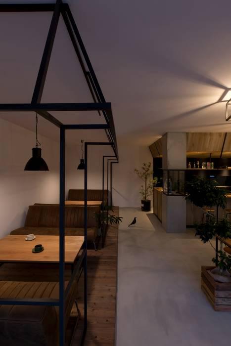 Phòng ăn phong cách mộc mạc bởi ALTS DESIGN OFFICE Mộc mạc Gỗ Wood effect