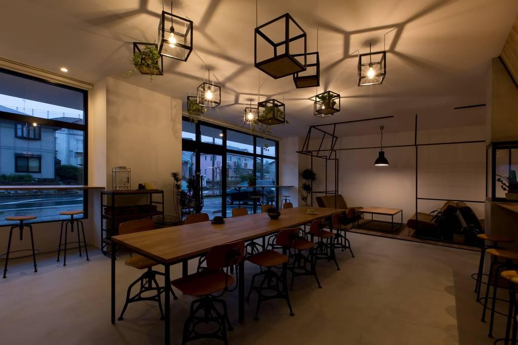 Soggiorno in stile rustico di ALTS DESIGN OFFICE Rustico Metallo