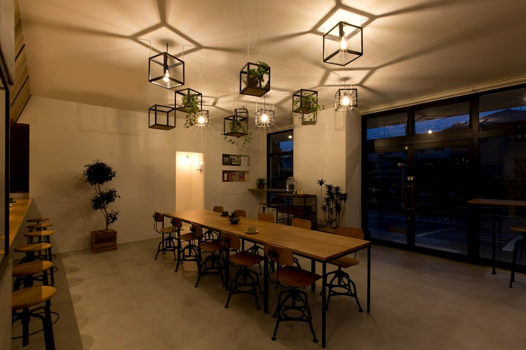 Dining room by ALTS DESIGN OFFICE, Industrial Iron/Steel